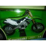 Moto Kawasaki Escala 1/18