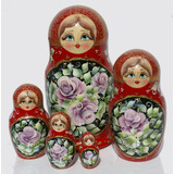 Rosas En Fono Rojo Oscuro Matrioska Las Munecas Rusas Set 5p