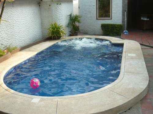 Modelos de piscinas con cascadas imagui for Piscinas con jacuzzi y cascada