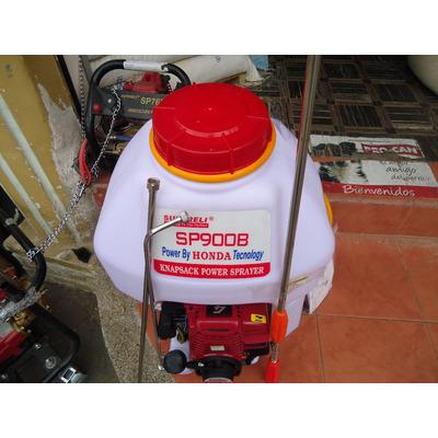 Un fuerte olor de la gasolina durante el lanzamiento del motor